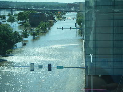 061708_davenport_flood_3