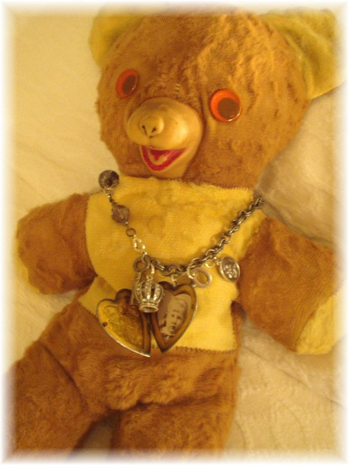 0708_chippys_necklace_on_my_bear_5_